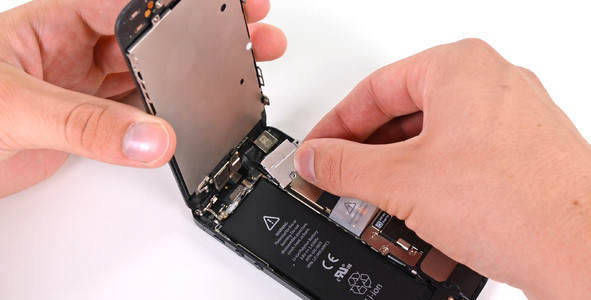 ifixit-iphone-5-battery-replacement